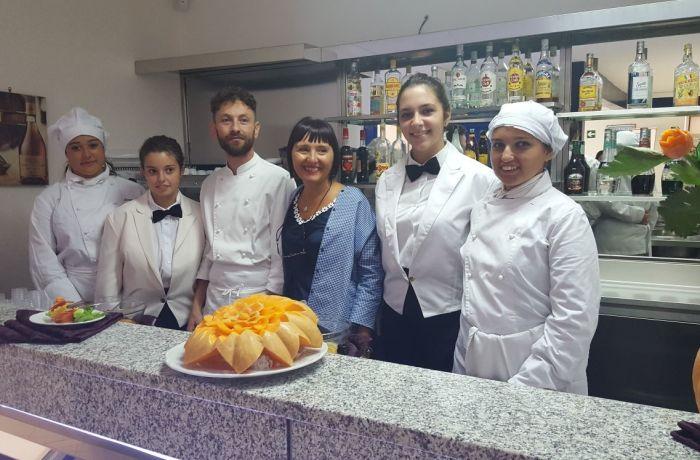 Accoglienza delle prime all'Istituto Isabella d'Este Caracciolo indirizzo Alberghiero a.s. 2017- 2018
